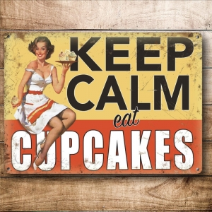 "Metalowa tabliczka retro 15 x 20 cm ""Keep Calm Eat Cupcakes (Lady)"""