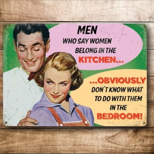 "Metalowa tabliczka retro 15 x 20 cm ""Men Who Say Women Belong In The Kitchen"""
